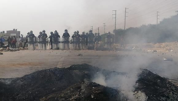 Policía reprime protestas.
